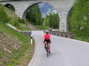 Mit dem Rennrad im Aufstieg auf den Ablula Pass